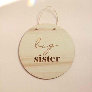 """Ξύλινο διακοσμητικό""""Big Sister"""" από την Pastel Kate"""
