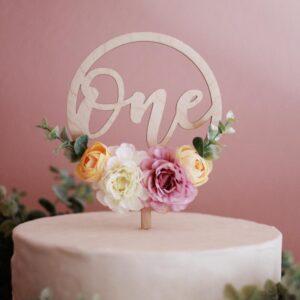 Ξύλινο Cake topper 'One' με λουλούδια Ροζ-Σομόν
